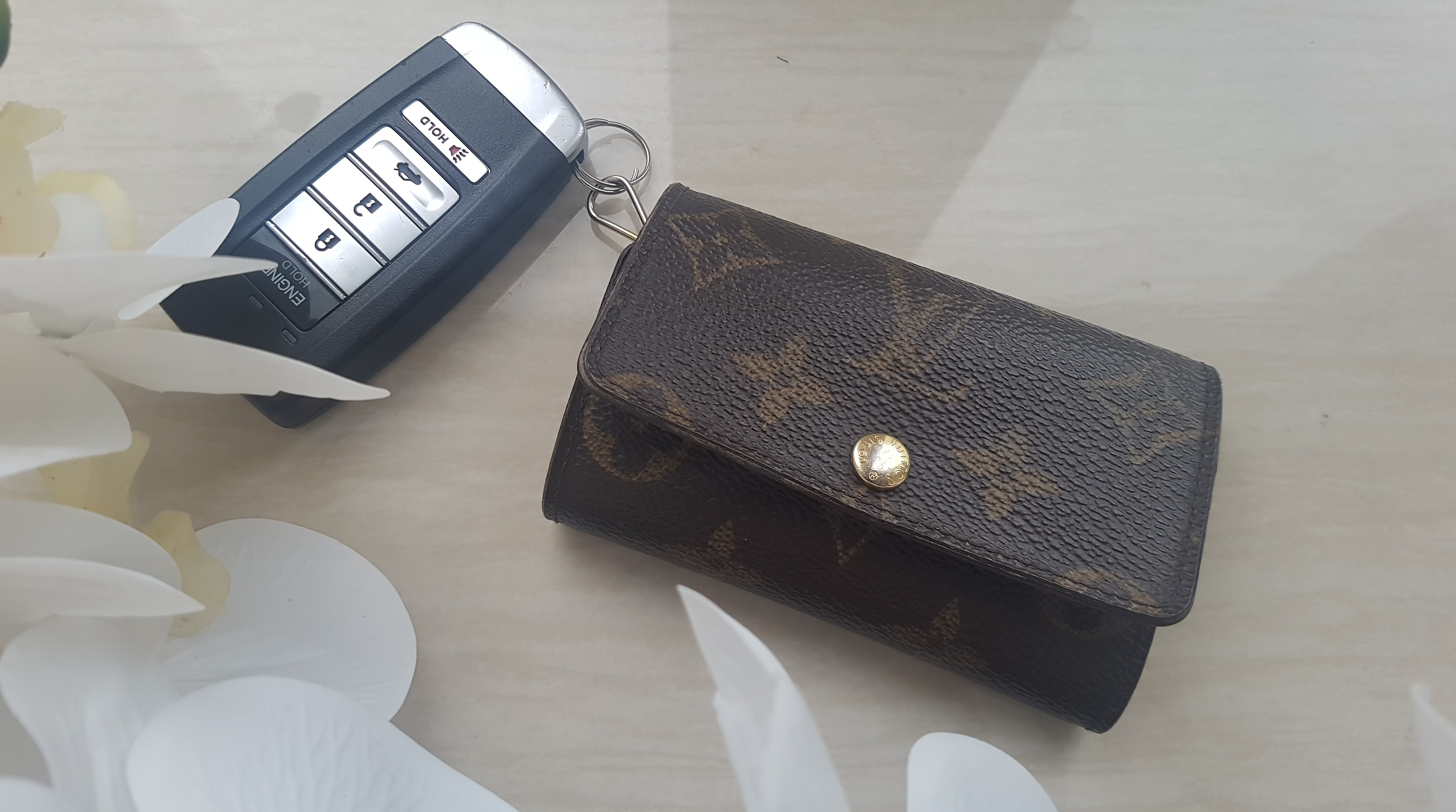 92a9c876 Review: Louis Vuitton 6 Key Holder – Simply Caffeinated