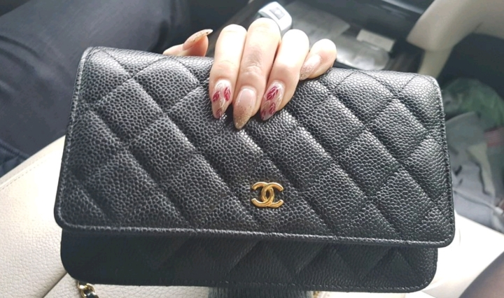 Review: Chanel Wallet On Chain in Black Caviar Skin and Gold Hardware
